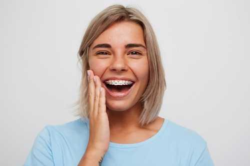 活動義齒是否需要定期更換?